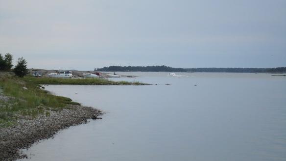 Veneitä länsipuolen kallioniemessä.